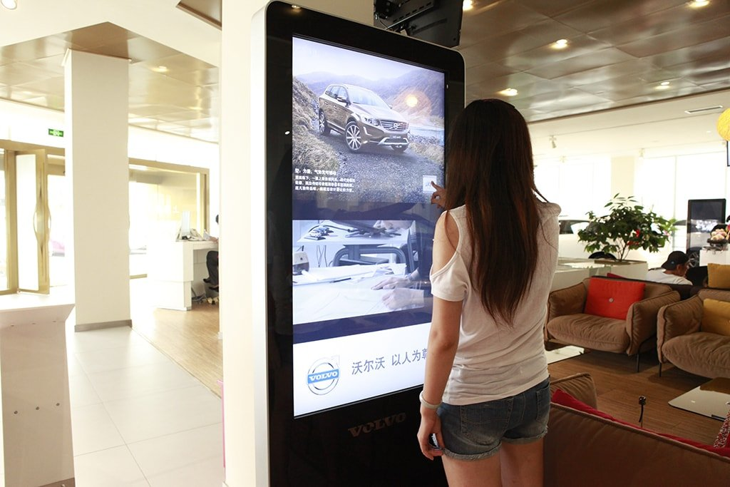 Automotive 4S store digital signage solution-Volovo-Betvis (2)