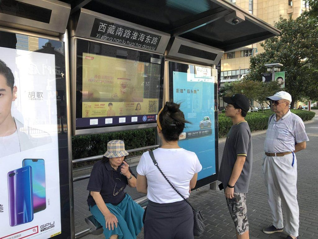 Bus station digital signage solution-Transportation Shanghai, China-Betvis (1)