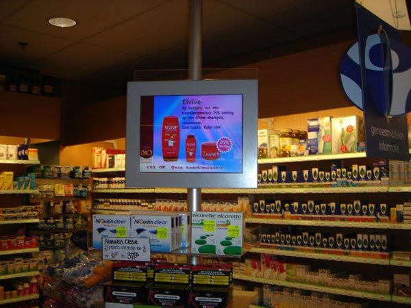 New retail chain store digital signage solution-Faco pharmacy Netherlands-Betvis (2)