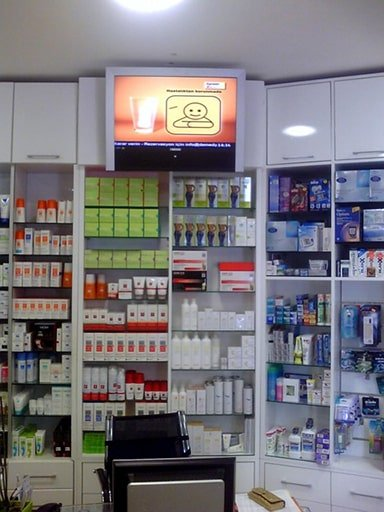 New retail chain store digital signage solution- Istanbul pharmacy Turkey-Betvis (1)