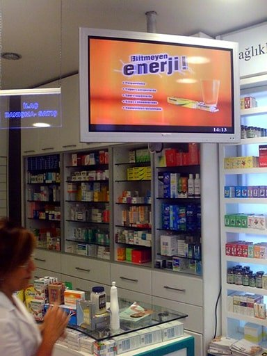 New retail chain store digital signage solution- Istanbul pharmacy Turkey-Betvis (2)