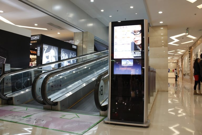 New retail shopping mall interactive kiosk digital signage solution-WANDA-Betvis (2)