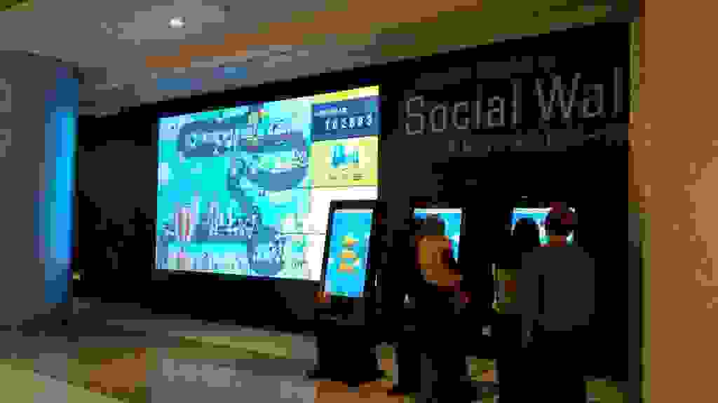 New retail shopping mall interactive social wall photo digital signage solution-CAPITAL Chengdu-Betvis (5)